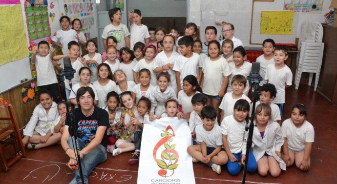 """""""Canciones urgentes para mi tierra"""", el proyecto escolar que se hizo global"""