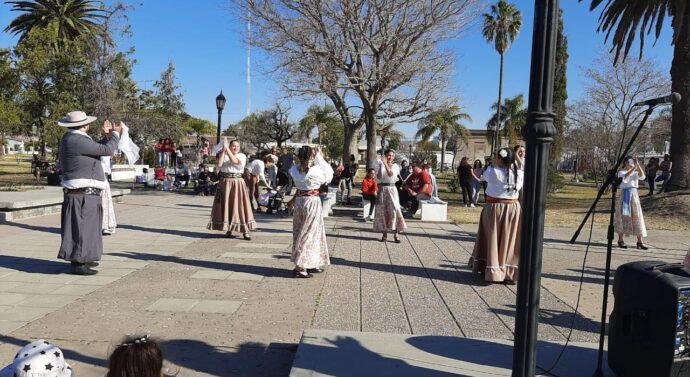 Domingo a puro mate y folklore en Cintra
