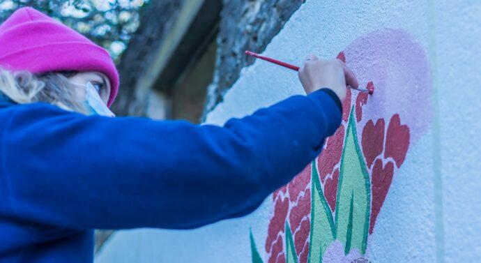 La UBES Cultural dejó su impronta en muros del Parque Tau.