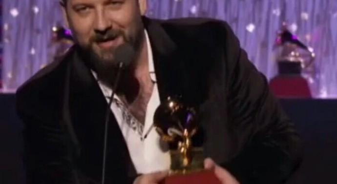 Un cañadense en el equipo que ganó un Grammy latino