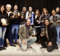 La Biblioteca Popular de Correa entregó libros al Grupo de Teatro local
