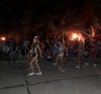 Totoras vivió una noche a puro carnaval frente al albergue