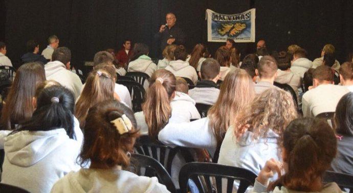 Alumnos de Tortugas tuvieron una charla con Ex combatientes de Malvinas
