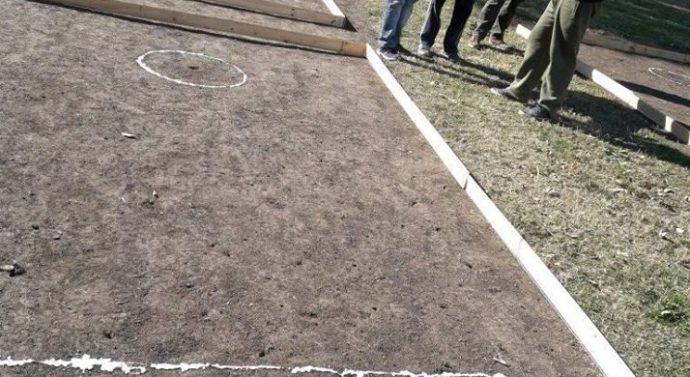 "En la tarde de domingo, Oliveros disputo su ""Torneo de Bolitas"""
