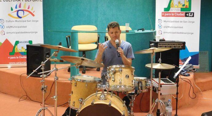 El baterista de Jorge Rojas cerró sus capacitaciones en San Jorge