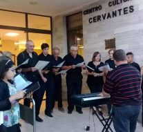 El Coro Municipal llevó su canto por calles de El Trébol