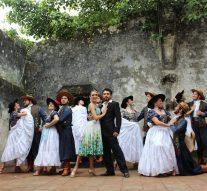 Bailarina de Totoras de gira por México