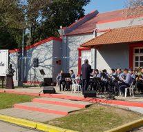 Sastre: La Sinfónica Policial de Santa Fe engalanó el acto al Gral. San Martín