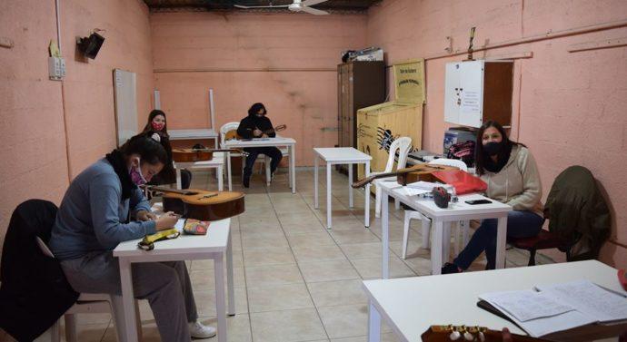 Las Parejas: Comienzan las clases de todos los Talleres en Casa de la Cultura