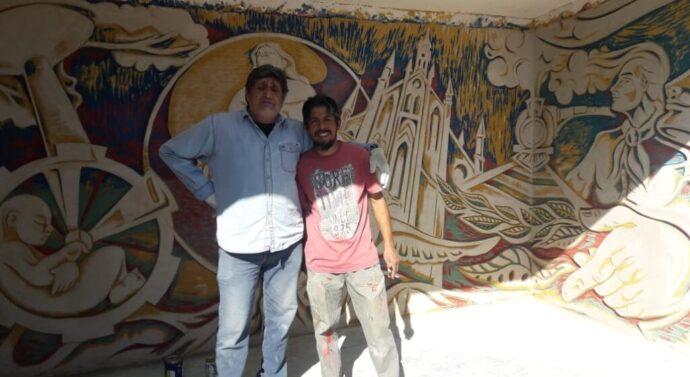 Otra garita que es una obra de arte: muralistas aplican técnica milenaria en Roldán