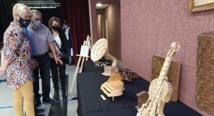Artista Parejense expone en la Muestra de Fósforo Modelismo en Casa del Bicentenario