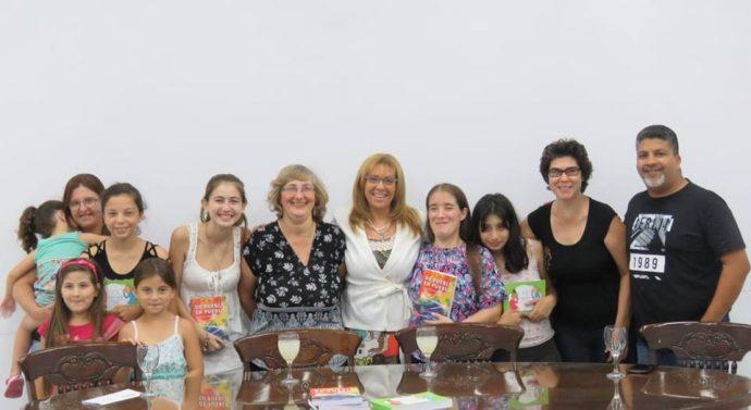 """Llegaron a Esperanza los libros """"Clave de Cuento"""" y """"De Pueblo en Pueblo"""""""