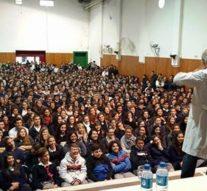 Miroli en charla con chicos de secundaria en Arroyo Seco