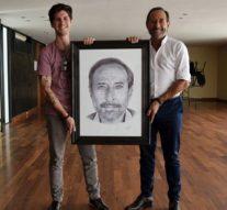 Franco Ganuza le entregó su obra a Guillermo Francella