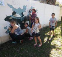 En Wheelwright se pintó un mural en honor a los Héroes de Malvinas