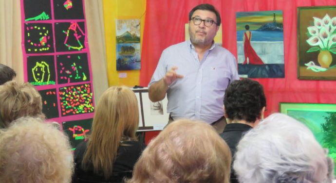 """El Prof. Victor Carrivale disertó en Zavalla en el marco de """"Forma y Color"""""""