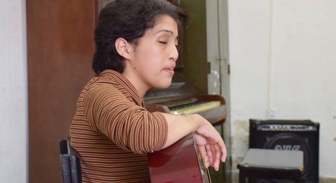Rufino: Karen Fernández ya cuenta con su guitarra