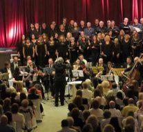 """El Coro """"Coplas de la Orilla"""" celebró sus 20 años con una noche magnífica"""