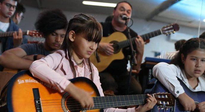 Fascinante recital de guitarras y canciones en Arroyo Seco