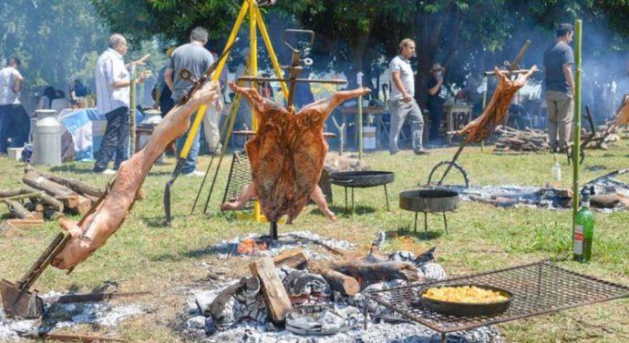 Villa Mugueta palpita la 5° Fiesta del Lechón a la Estaca
