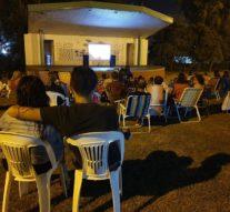 «Cine a la reposera» en Arroyo Seco