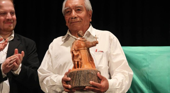 """El premio """"Julio Migno"""" fue entregado al Cacique Mocoví Alfredo Salteño"""