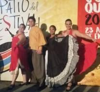 Jóvenes de Arroyo Leyes en el «Patio del Festival de Cosquín»