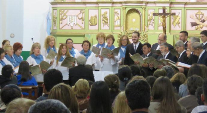 El Coro Polifónico de Gálvez se presentó en la histórica Parroquia de Santa Rosa