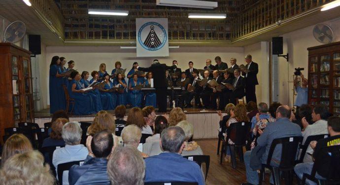 El Coro Polifónico de Gálvez festejó sus 59 años cantando…