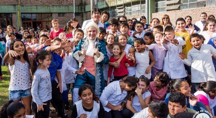 """""""Mozart va a la Escuela"""" pasó por Helvecia"""