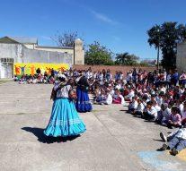 La Música y Danza Paraguaya visitaron a la comunidad de Helvecia