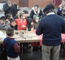 El Artesano Mocoví Néstor Lanche visitó la comunidad de Alejandra.