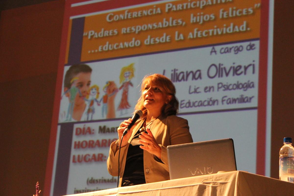 Exitosa charla a cargo de la reconocida Psicóloga Liliana Olivieri