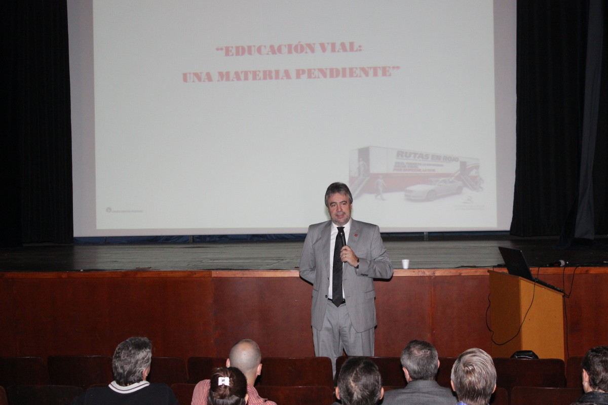 Interesante charla del Doctor Botta Bernaus en Suardi