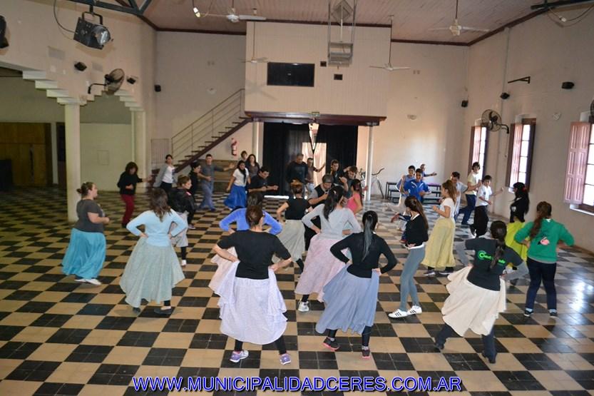 Ceres: Comenzaron los Festejos del Taller de Folclore del Liceo Municipal