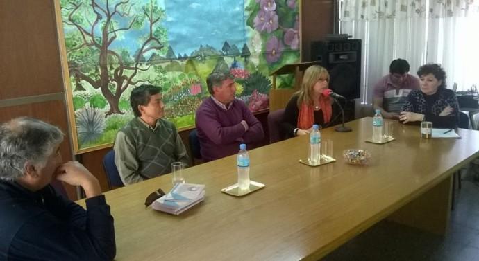 Se entregó el libro «Esencia de mi Pueblo» en la localidad de Ambrosetti
