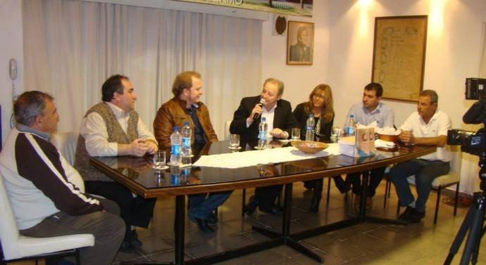 San Guillermo: Se llevó a cabo la Presentación del libro «Esencia de mi Pueblo»