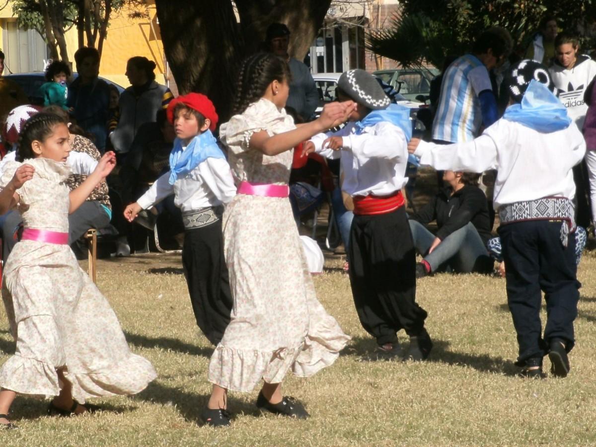 Multitudinario festejo por el Día de la Independencia en San Guillermo