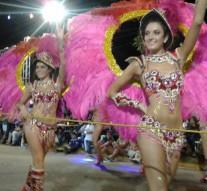 San Guillermo al ritmo de Carumbé y Scola Do Samba del CUCyD