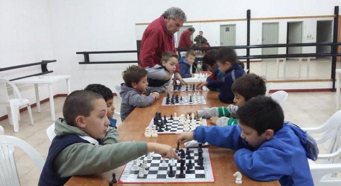 San Guillermo: El «Taller de Ajedrez» para niños ya está en marcha