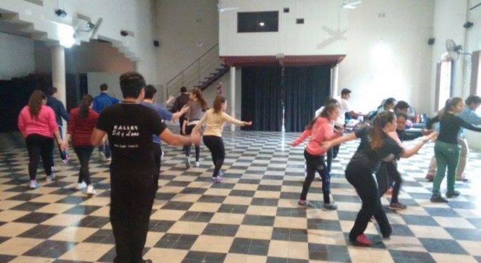 Bailarines de la Usina Cultural V ensayaron la Obra «Salve Argentina»