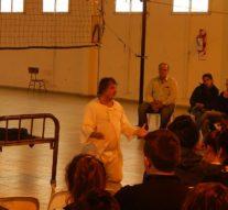 «El Delirio y la Lluvia» se presentó en la comunidad de Arrufó