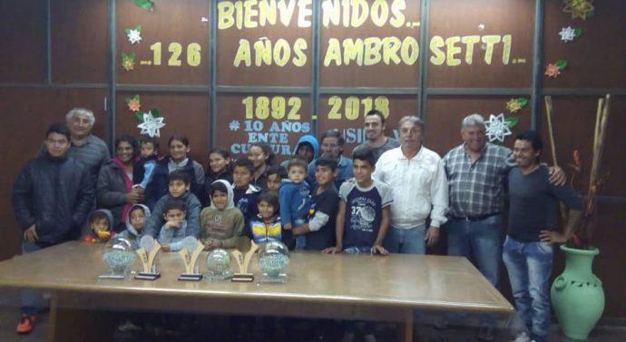 "Ambrosetti recibió en sus calles a los Campeones del ""Torneo Provincial de Bolitas"""
