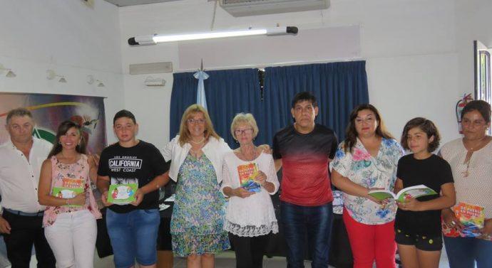 Escritores de Suardi y Monte Oscuridad recibieron las Antologías 2018 del Ente Cultural Santafesino