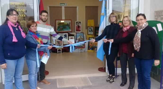 Se inauguró en Arrufó la muestra «Forma y Color»