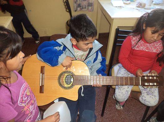 Tostado: Música y Canto en el Centro de Acción Familiar