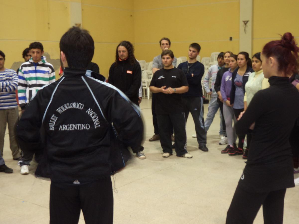 """Tostado: Seminario a cargo de integrantes del """"Ballet Folclórico Nacional"""""""