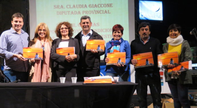 """En Tostado se presentó el libro """"Recuerdos de infancia"""" de Zulema Ventura Peralta"""