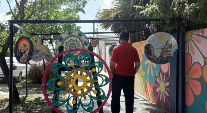 Tostado recibió la muestra de «Mandalas Santafesinos y Cordobeses»