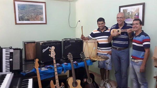 """Romang recibió Instrumentos Musicales para el Proyecto """"Dando pasos"""""""